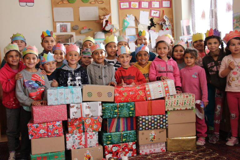 Weihnachtspäckchen auf dem Weg nach Ungarn